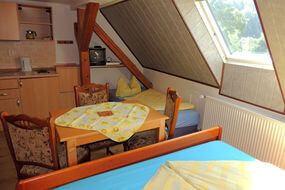 Braunes Zimmer 3-lůžkový